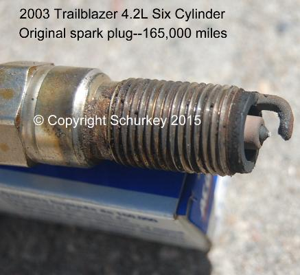 Trailblazer_Plugs_01 guide to changing trailblazer envoy 4 2l i6 spark plugs w 2002 Trailblazer Spark Plug Replacement at crackthecode.co